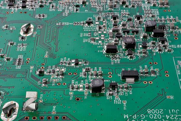 montaż elektroniki tht
